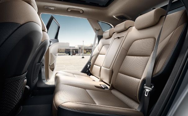 Thoughtful interior features that let you focus.